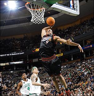 iguodala_dunk_vs-boston.jpg
